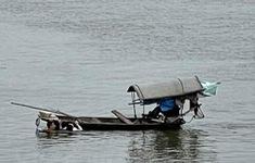 Thượng úy quân đội bất chấp hiểm nguy nhảy sông cứu cô gái bị đuối nước