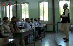 Taliban cấm nữ sinh trung học đến trường