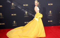 Dàn sao rực rỡ trên thảm đỏ Emmy 2021