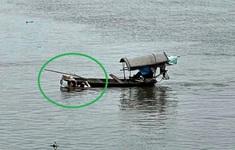 Bộ trưởng Bộ Quốc phòng gửi thư khen chiến sĩ lao mình xuống sông cứu người