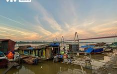Tết Trung thu ấm áp của trẻ em nghèo nơi gầm cầu Nhật Tân