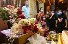 Người dân Hà Nội đón Trung thu mùa COVID-19