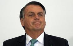 Không tiêm vaccine, Tổng thống Brazil phải đứng ăn pizza ngoài vỉa hè tại New York
