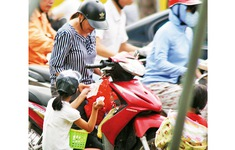 Phát hiện đường dây sử dụng trẻ em đi bán hàng rong tại Quảng Ngãi