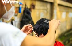Hà Nội: 1 thợ cắt tóc và 1 nhân viên y tế nhiễm SARS-CoV-2