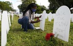 Mỹ lần đầu ghi nhận trên 2.000 người tử vong/ngày do COVID-19 sau hơn 6 tháng