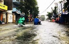 Mưa lớn, nhiều tuyến đường ở TP Quảng Ngãi bị ngập sâu