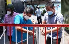 """Tháo dỡ hàng trăm rào chắn ở """"vùng xanh"""" TP Hồ Chí Minh"""