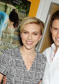 Scarlett Johansson khoe dáng đẹp sau khi sinh