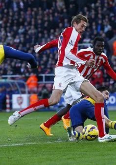 """Stoke City 3-2 Arsenal: Pháo """"gỉ"""" tại Britannia"""