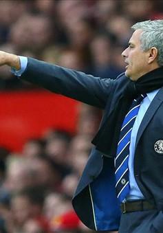 """Chelsea mất điểm giây cuối, Mourinho """"đổ tại"""" trọng tài"""