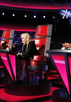 """Chàng trai giọng nữ """"cưa đổ"""" Adam Levinetại The Voice Mỹ"""