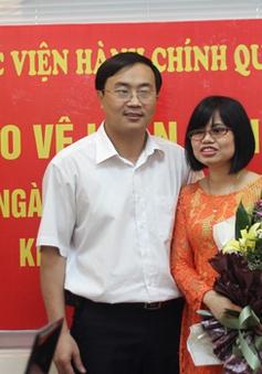 Khâm phục vợ chồng khiếm thị đầu tiên nhận bằng thạc sĩ