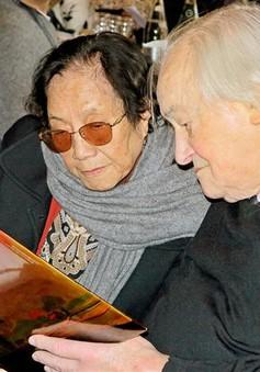 Tiếp nhận hiện vật Hiệp định Paris của bà Nguyễn Thị Bình