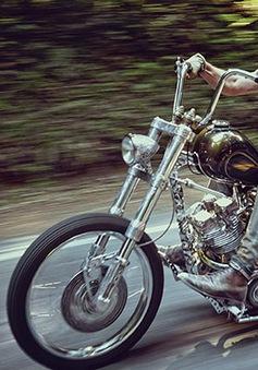 Brad Pitt chia sẻ niềm đam mê với xe máy