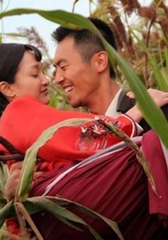 """Châu Tấn diễn xuất táo bạo hơn Củng Lợi trong """"Cao lương đỏ"""""""