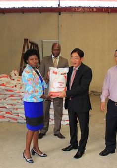 Cộng đồng người Việt tại Angola quyên góp ủng hộ nhân dân tỉnh Benguela