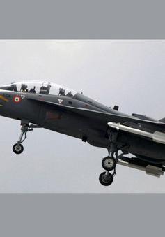 Ấn Độ thử thành công mẫu máy bay chiến đấu hạng nhẹ đầu tiên cho Hải quân