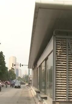 Nhà chờ xe buýt nhanh ở Hà Nội: Băn khoăn tính tiện lợi!