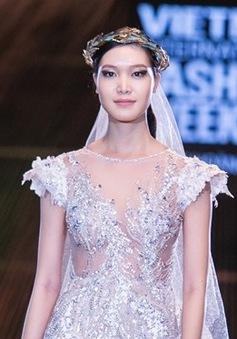 """Mặc váy cưới, Hoa hậu Thuỳ Dung hóa """"nàng thơ"""" của NTK Hoàng Hải"""