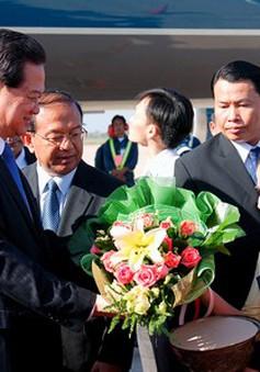 Thủ tướng Nguyễn Tấn Dũng tới Vientiane
