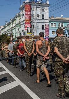 Chính phủ Ukraine và lực lượng chống đối tiếp tục trao đổi tù binh