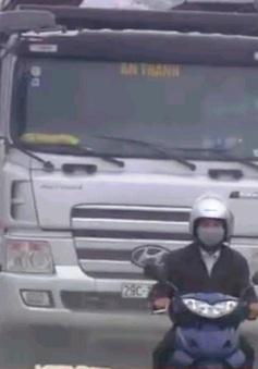 Hà Nội: Người dân khổ với con đường xuống cấp trầm trọng
