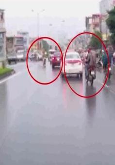 Hai xe máyđấu đầu vì không ai nghĩ mình sai