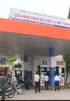 Bình Dương: Bắt tại trận cửa hàng gian lận xăng dầu