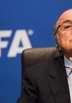 """FIFA """"treo giò"""" ông Sepp Blatter 90 ngày"""