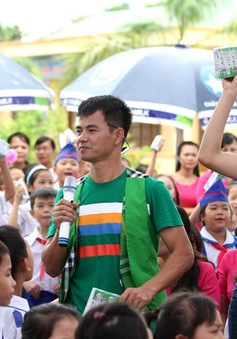 Qũy sữa Vươn cao Việt Nam đến với con em gia đình chính sách