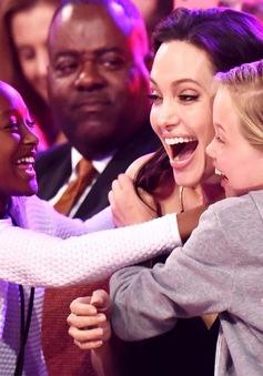 Angelina Jolie toả sáng tại Kids' Choice Awards 2015