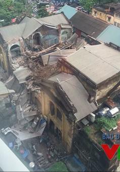 Sập căn biệt thự cổ Hà Nội: Nhiều người mắc kẹt trong đống đổ nát