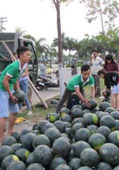 Giới trẻ bán dưa hấu giúp nông dân vùng lụt Quảng Nam