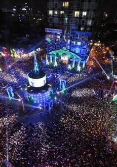 Hà Nội: Sôi động lễ hội đếm ngược chào 2015 tại hồ Thiền Quang