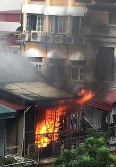 Hà Nội: Cháy lớn tại khu tập thể trên phố Trần Quốc Toản
