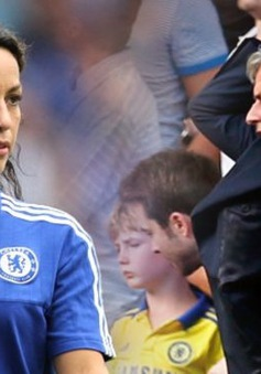 Làng bóng đá Anh kêu gọi Mourinho xin lỗi công khai bác sĩ Carneiro