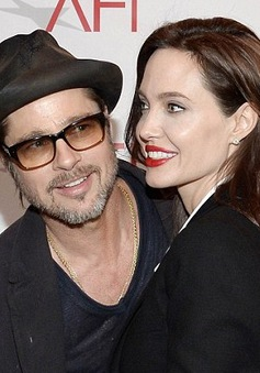 "Angelina Jolie ""nam tính"" bên Brad Pitt"