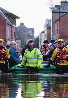 """Ngành bảo hiểm Anh """"vỡ mặt"""" do mưa lũ lịch sử"""