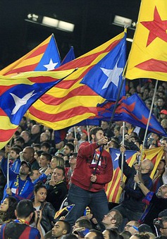 Thủ tướng Pháp chào mời Barcelona gia nhập Ligue 1