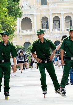 Trượt giày patin tuần tra phố đi bộ Nguyễn Huệ
