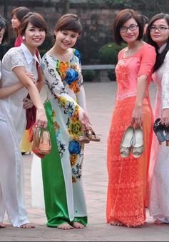 Hoàng Thành Thăng Long rộn ràng mùa chụp ảnh kỷ yếu