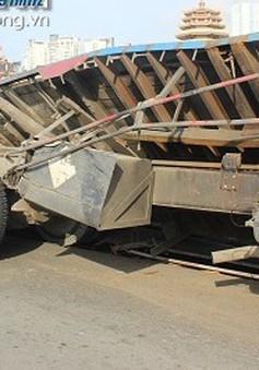 TP.HCM: Xe tải gặp nạn trên đại lộ nghìn tỷ