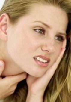 10 cách để giảm đau họng