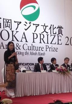 NTK Minh Hạnh nhận giải thưởng Fukuoka 2015