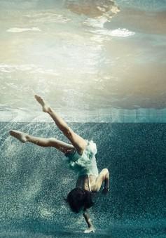 Chiêm ngưỡng vũ điệu dưới nước của những bé gái