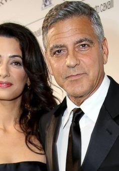 """Vợ của George Clooney """"nghẹt thở"""" vì bị săm soi"""