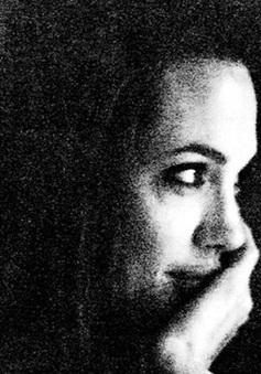 Angelina Jolie rùng mình khi nhớ về quá khứ nổi loạn