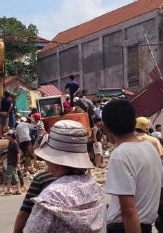 Bắc Giang: Sập nhà 3 tầng, một người mắc kẹt trong đống đổ nát