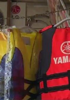 Người di cư đổ xô mua áo phao để vượt biển sang châu Âu